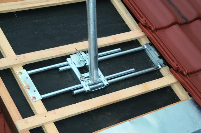 Dachsparrenhalter zum befestigen von Sat- Antennen und Blitzschutzfangmasten auf der Dachfläche