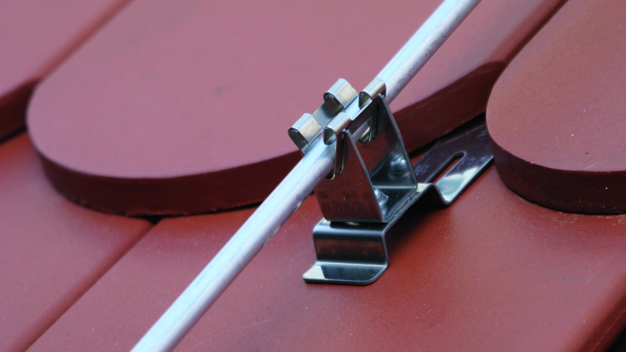 Halter für Schrägdächer (Satteldach, Pultdach